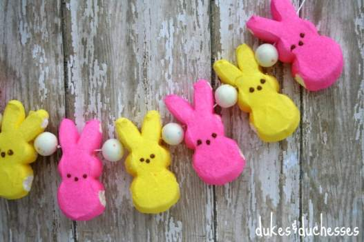 easter-garland-made-with-peeps