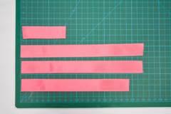 Corte as Fitas gorgurão nas seguintes medidas: 8 cm / (2x) 22 cm /19 cm.