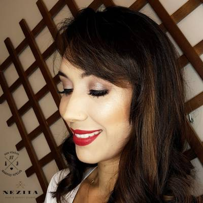 Maquiagem e cabelo por Nezita Hair Studio