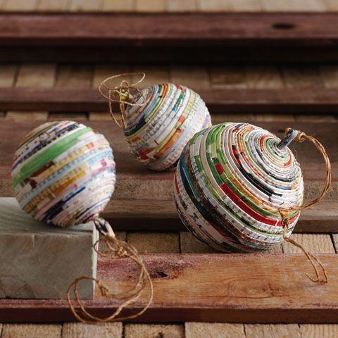 bola de natal de papel enrolado
