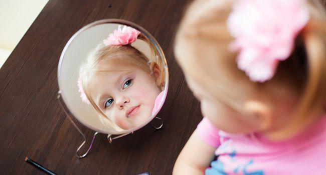 menina espelho autoestima