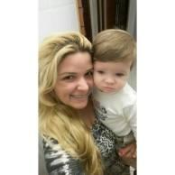 Mikael com a mamãe Raquel