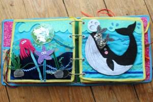 Quiet Book mamá extraterrestre libro actividades tela texturas bebé toddler mar ballena peces