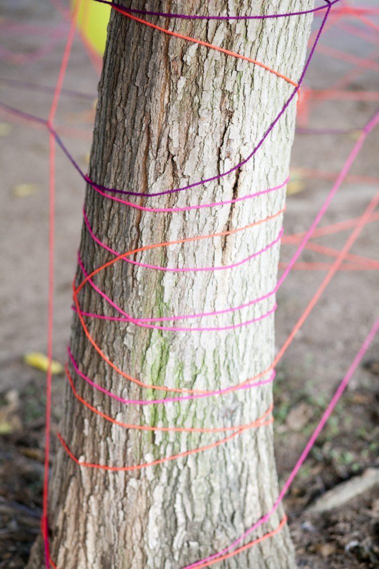 laberinto cuerda lana instalación telaraña niños arte acción mama extraterrestre DIY Mercedes Herrán