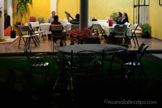 family-singing-night-mamalatinatips