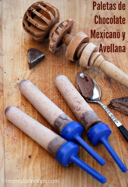Paletas de chocolate mexicano con avellanas - MamaLatinaTips.com