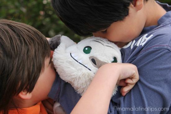 Kids hugging Gruff