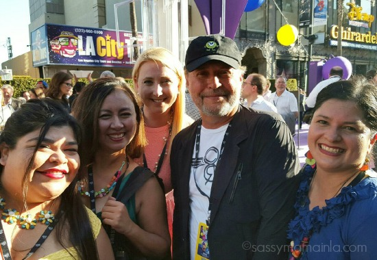 Yolanda, Tee, Shelby and Silvia with Billy Crystal - mamalatinatips.com