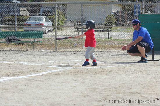 Kid playing baseball by mamalatinatips.com