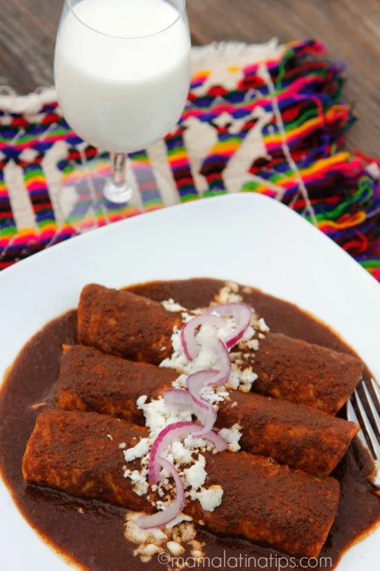Chicken enmoladas and milk - mamalatinatips.com