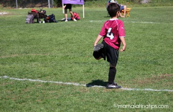 soccer-red-getting-ready-mamalatinatips-f