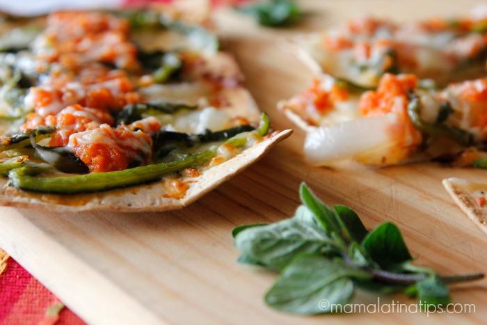 Chile relleno pizza by mamalatinatips.com