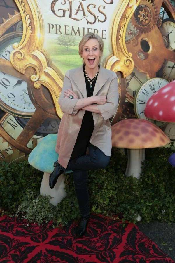 Jane Lynch at Alice through the looking glass red carpet premiere - mamalatinatips.com