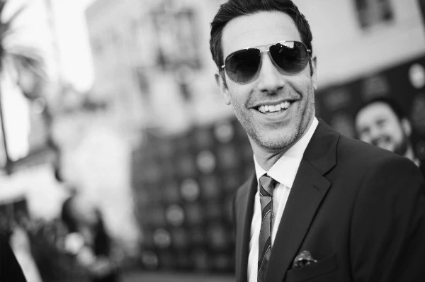 Sasha Baron Cohen at Alice through the looking glass red carpet premiere - mamalatinatips.com
