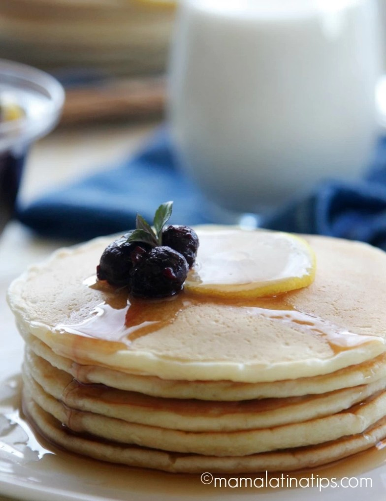 Lemon pancakes with berry compote