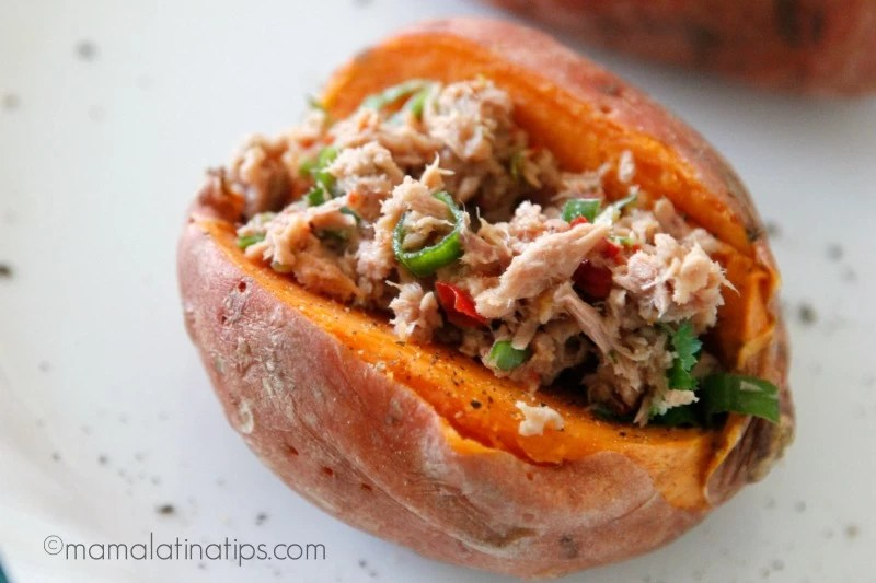 Sweet potato stuffed with tuna and jalapeño - mamalatinatips.com