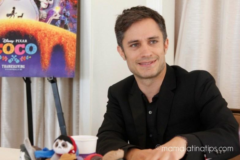 Entrevista con Gael Garcia Bernal Sobre Coco - mamalatinatips.com