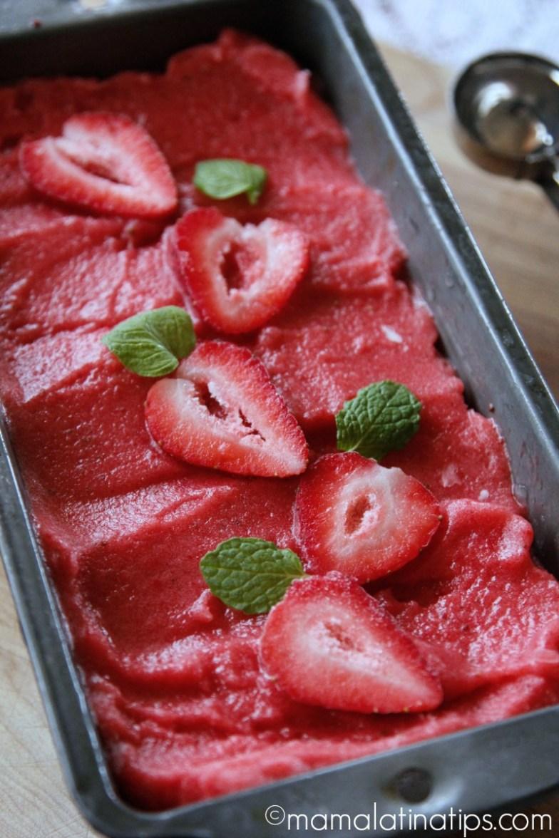 Helado o sorbete de fresas