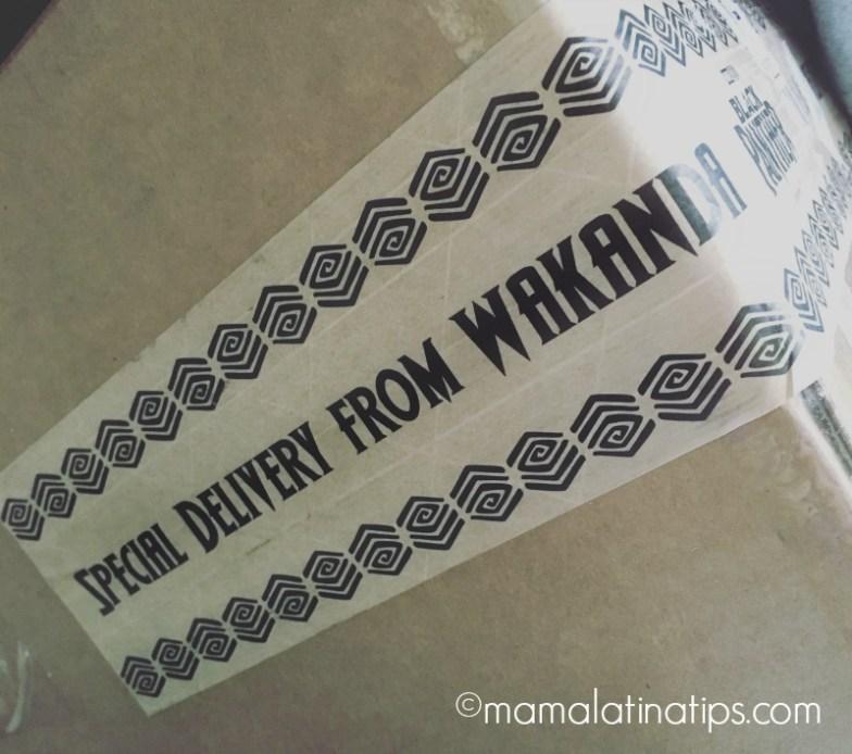 Caja con las palabras delivery from wakanda