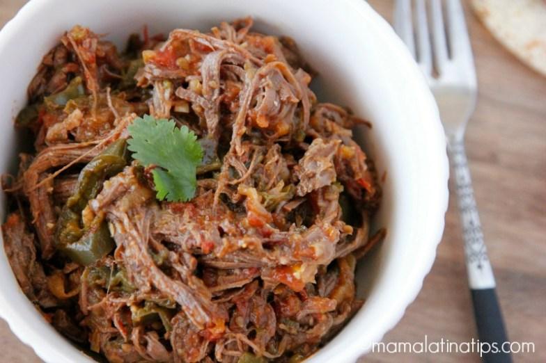 Ropa Vieja - carne deshebrada con jitomates, chiles, cebolla y especias
