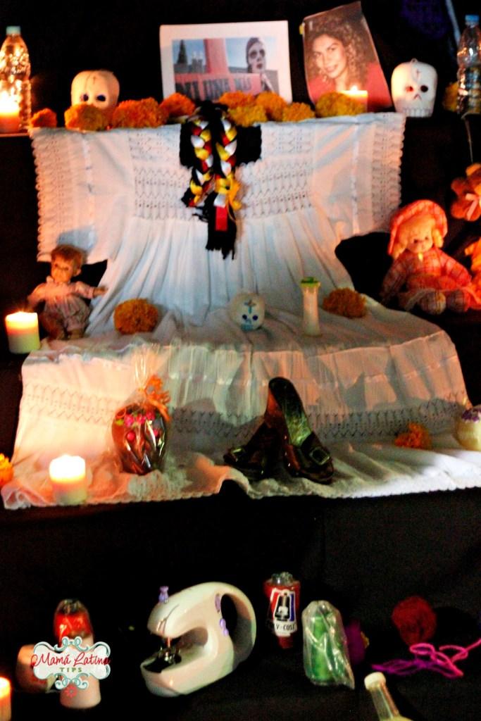 objetos personales en altar de muertos