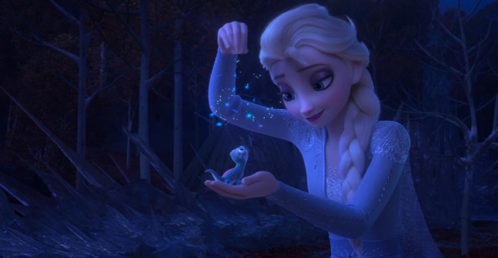 escena de frozen 2 con Elsa y Bruni