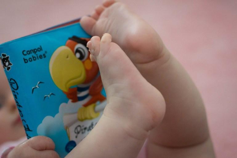 Voorlezen aan baby's