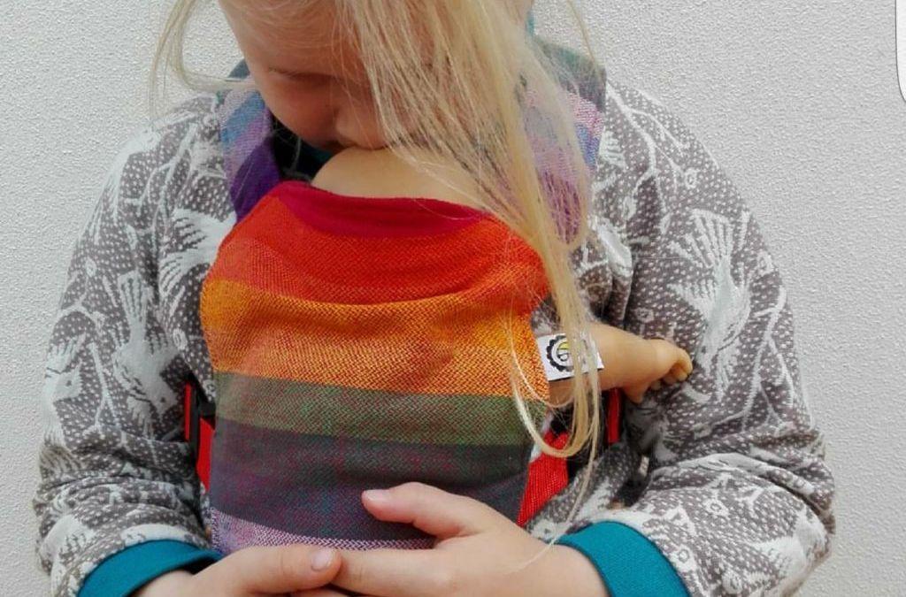 Verras je poppenmoeder met een poppendrager voor Sinterklaas