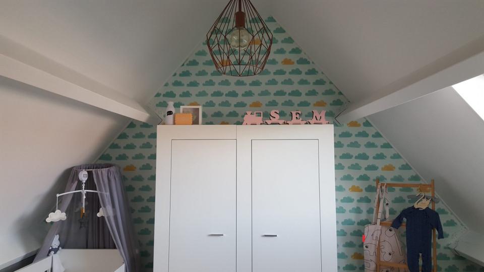 Babykamer Op Zolder : Binnen kijken in de babykamer van sem. een kamer vol sentiment