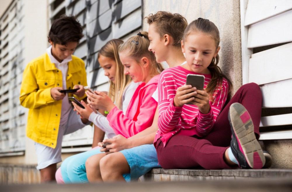 Kinderen met een mobiel; als het geschikte moment eerder komt dan je dacht