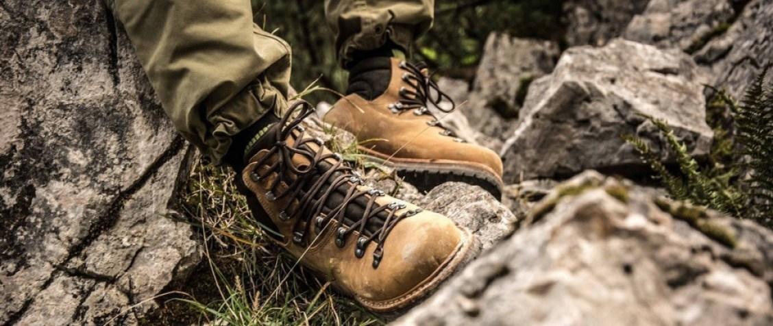 Wandelschoenen zijn het meest essentiële onderdeel van een wandeltocht. Of het nou gaat om een dagwandeling of zware tocht, wandelschoenen zijn essentieel.