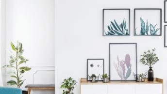 Je ziet ze steeds vaker in Pinterest-waardige huizen, maar ook in woongidsen; de gallery wall! Dit zijn combinaties van bijzondere foto's of posters.