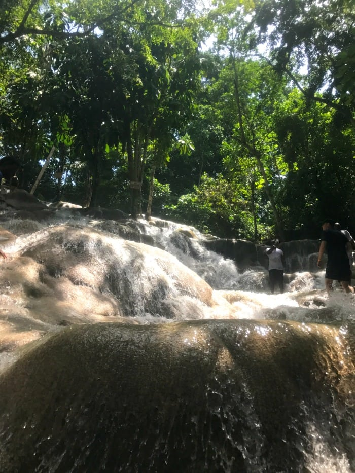how many people go to dunns river falls in jamaica