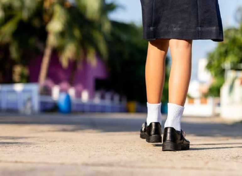 students should wear sports uniforms