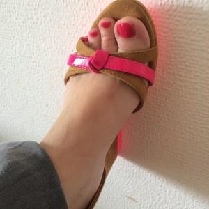 Et donc, le vernis @Lolabarcelona de la @Birchbox d'avril est 100% coordonné avec mes sandales... L'été commence bien ;) #beauté #birchbox #mamansquidechirent