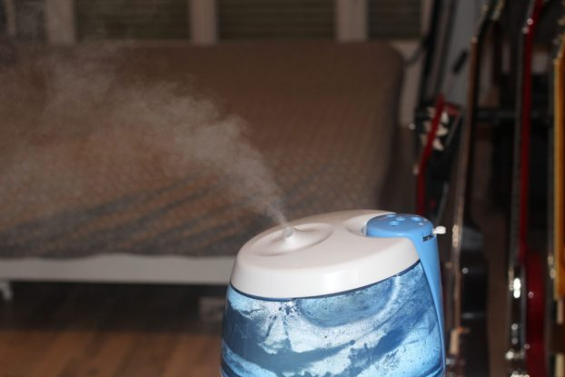 pourquoi et comment utiliser un humidificateur d 39 air un humidificateur gagner avec vicks. Black Bedroom Furniture Sets. Home Design Ideas
