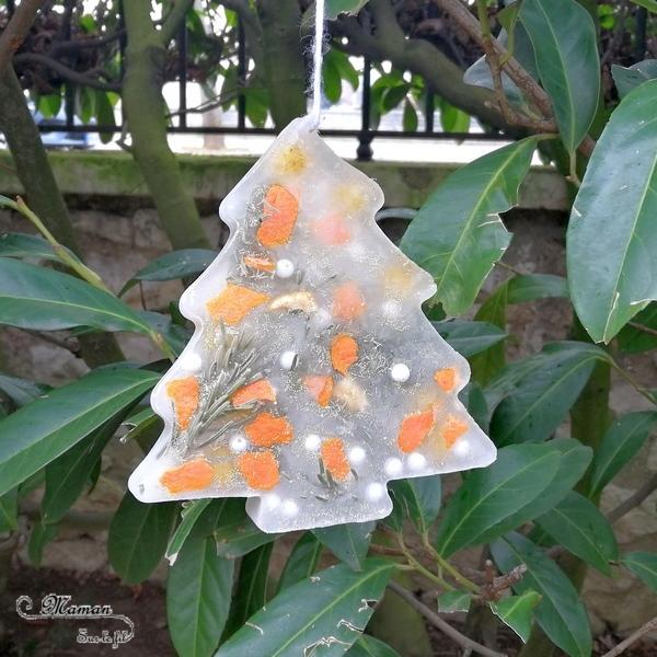 Fabriquer une suspension glacée pour le jardin - sapin glacé décoré - pompons perles paillettes clementines - Glace et glaçons pour créer une patinoire et un toboggan glacé - eau et paillettes - Noël et hiver - Glace et Froid polaire - Activité sensorielle enfants - mslf