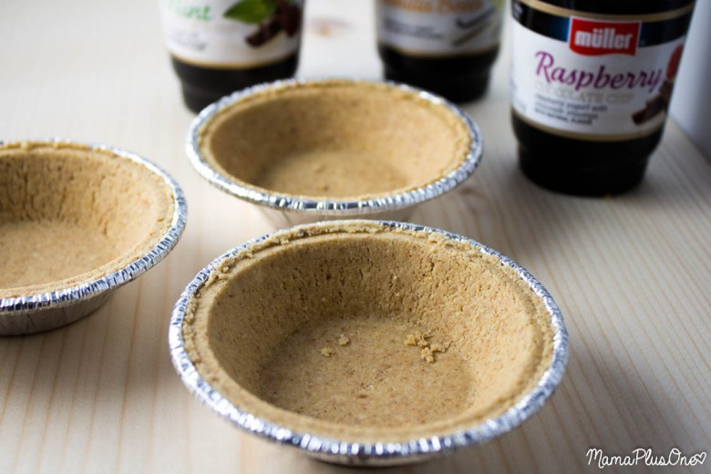 You can make a delicious ice-cream type pie using ice cream flavors of yogurt and pre-made crusts! #mullermoment #cbias #ad