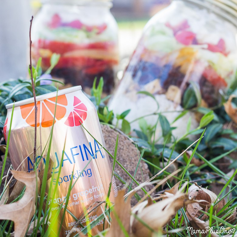Pep up your park playdates. Instead of having boring crumbled crackers from the bottom of your hand bags, or squished PB&J, send the kids to the playground and enjoy these Fajita Burrito Bowls in a Jar with your BFF. Perfect for park playdates, and they pair great with #AquafinaSparkling [ad]