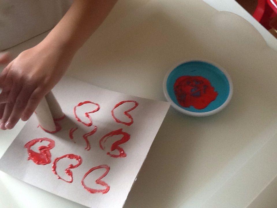 corazones con papel higiénico