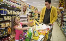 shopping-with-little-girl