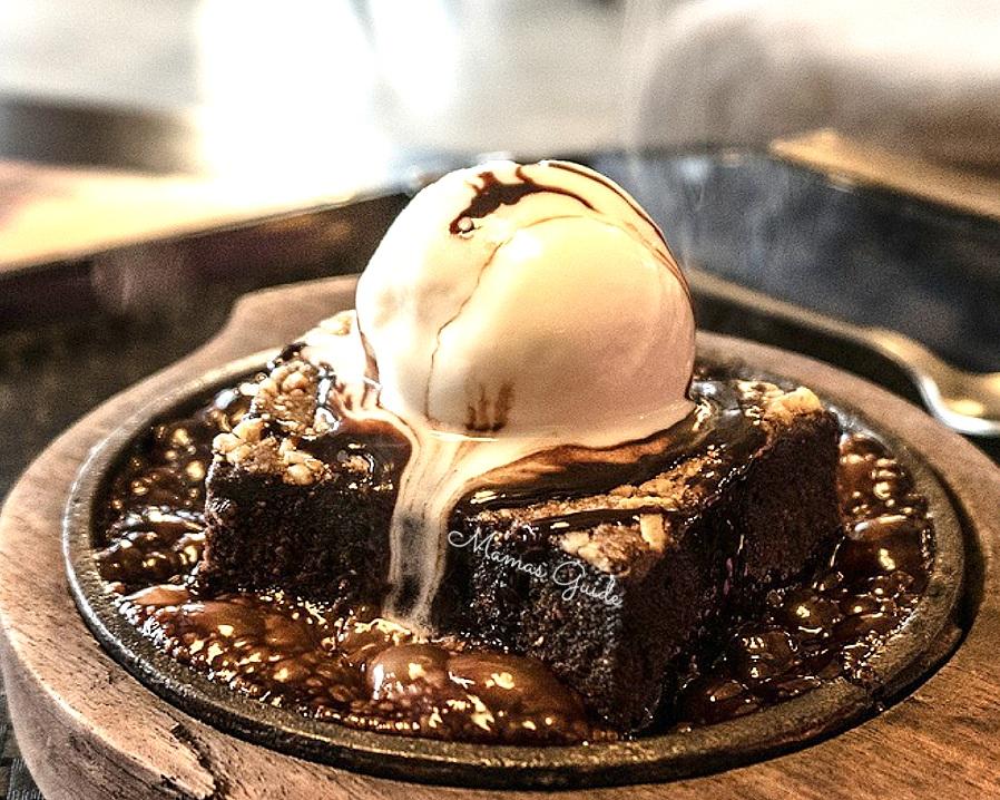 Brownie ala Mode/ Brownies with Ice Cream