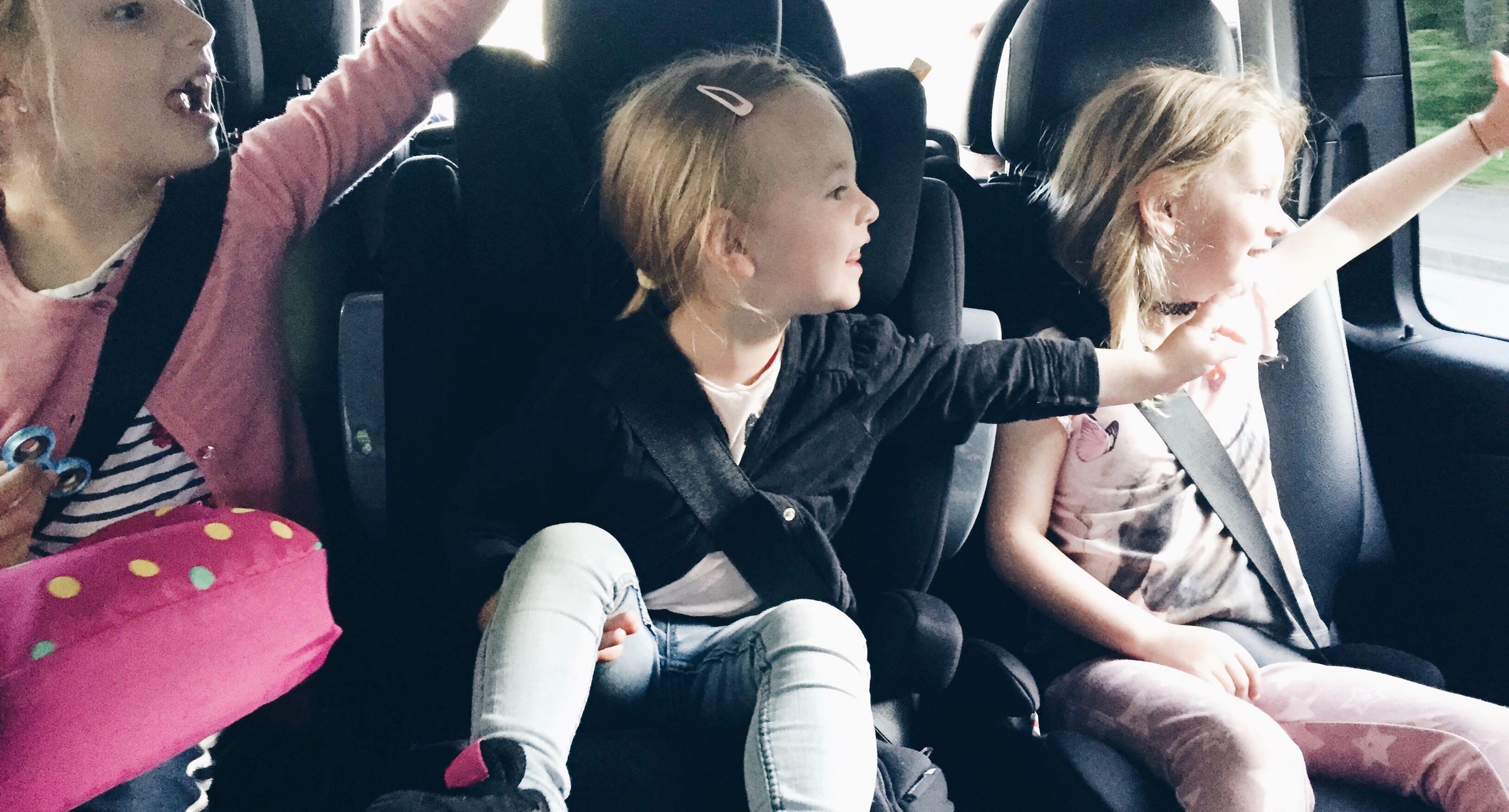 Fliegen mit drei Kindern MamaWahnsinnHochDrei