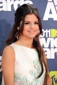 Selena Gómez deslumbró en la alfombra roja de los MTV Movie Awards con CoverGirl