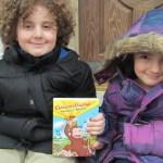 Curious George Swings Into Spring: DVD disponible el 12 de marzo del 2013