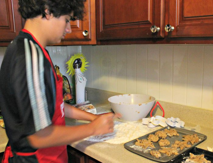 Gabriel cocinando