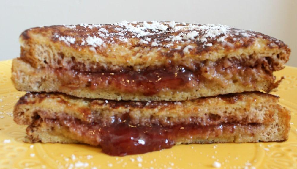 Sandwich de Tostada Francesa con Mermelada