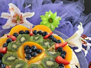 Pastel con frutas y dulce de leche