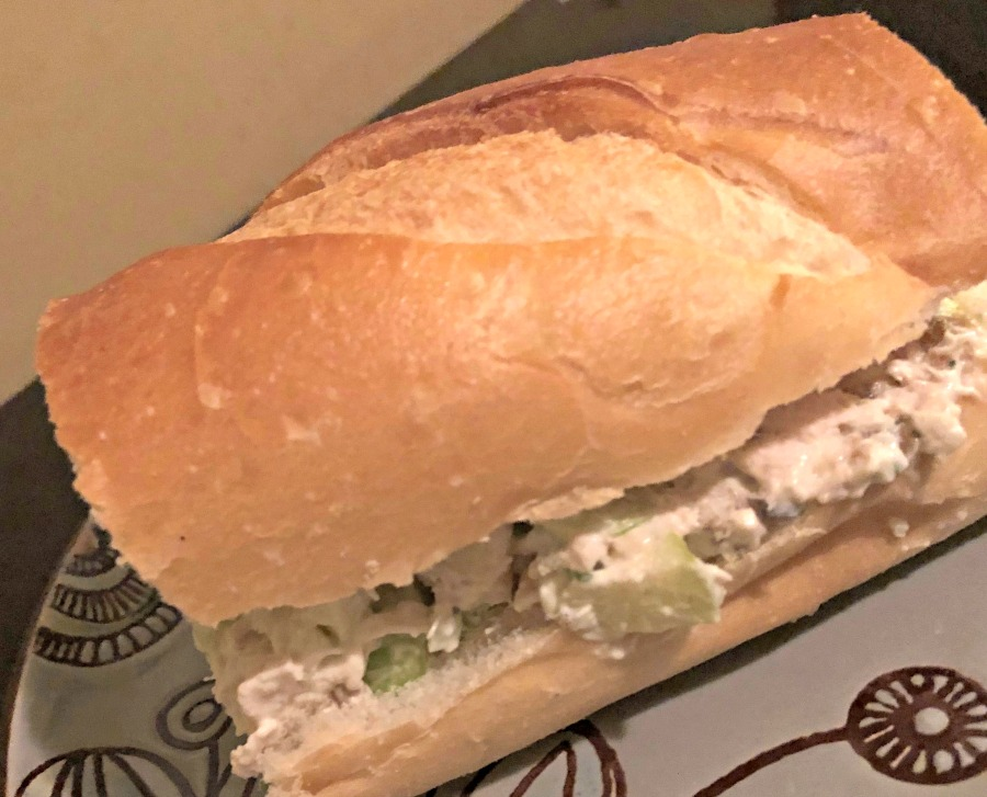 ensalada waldorf, sandwich, pollo