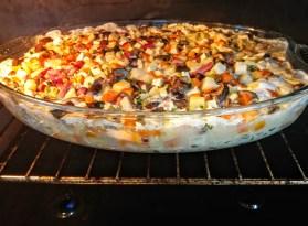 Commencer par faire cuire les dés de légumes au four dans un mélange de vin blanc, d'eau et de crème fraîche.